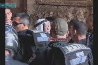 ادامه درگیری نمازگزاران فلسطینی پشت درهای مسجدالاقصی